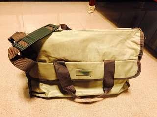 Mummy's bag + brand new box of free breast pads