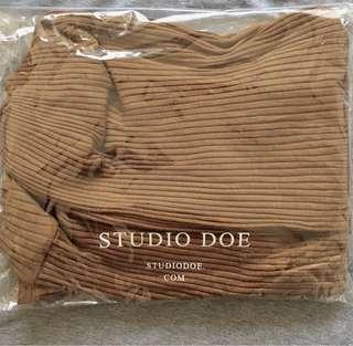🚚 studio doe全新柔軟壓紋澎袖上衣
