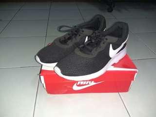 Sepatu Sneakers sneaker running Nike Tanjun Original 2nd Murah (not adidas puma supreme)
