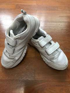 White School Shoes Power Size 4