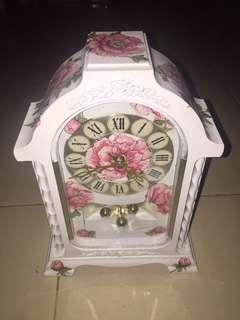 jam antik bunga