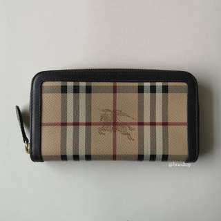 Authentic Burberry Haymarket Zippy Wallet