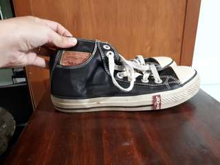 Levi's High Cut Leathered shoes
