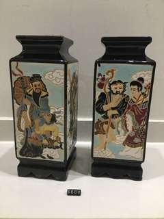 A pair of vase with 8 immortal