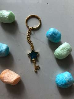 Resin open bezel star keychain