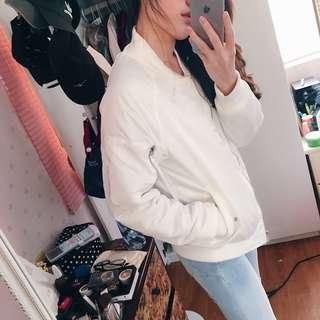 🚚 鋪棉加厚👐🏻字母白飛行外套