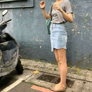 🚚 Home shop購入 高腰排釦牛仔短裙 刷破、裙襬高低差設計