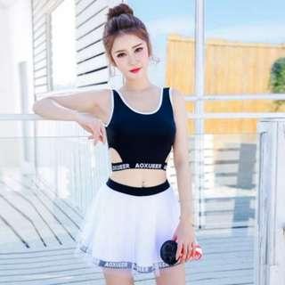 [PRE-ORDER] Women Black And White Split Type Conservative Swimsuit Skirt Type Plus Size Swimwear [Black Top/White Top]