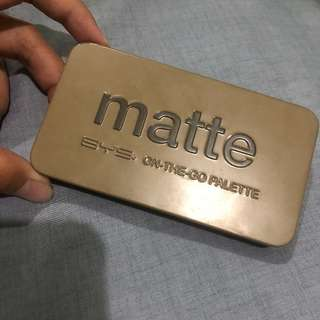 ‼️FREE SHIPPING‼️BYS MATTE Eyeshadow on-the-go palette
