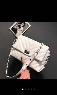 2018 Elegant Korean handbags - Black or White