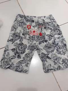Celana pendek carter 18-24bulan
