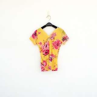 🚚 二手 法國製 黃色 印花 乳開洞 彈性 上衣 短T 明太子 520