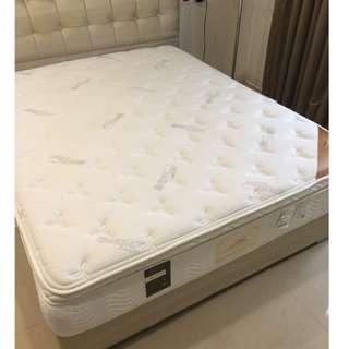 德國進口床墊 乳膠墊獨立筒 使用三個月 新家裝潢好 便宜出售 新購6萬多