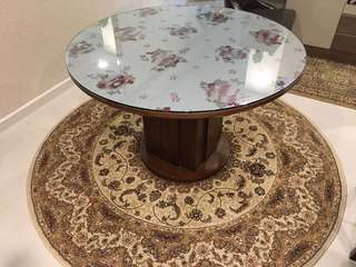 Round Dining Table with Carpet
