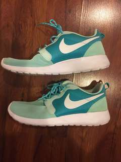 Nike Roshe Mint green size US 8.5 made Authentic