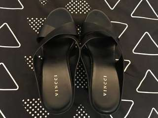 Vincci Black Wedges