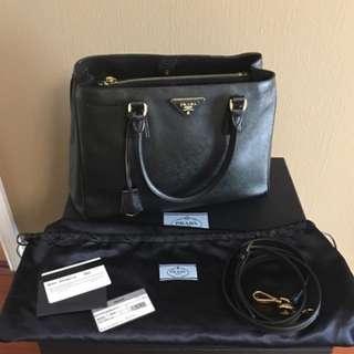 Prada saffiano lux tote medium black handbag