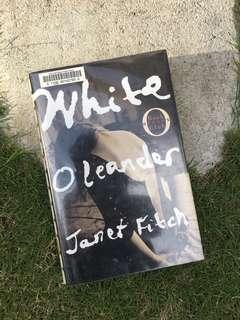 Janet Fitch - White Oleander (Hardbound)