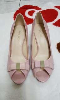 粉紅色露趾高跟鞋