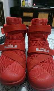 🚚 LBJ 9代籃球鞋US10