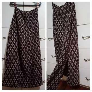 Long skirt with side slit