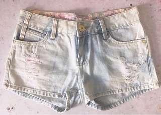 洗水爛牛仔褲