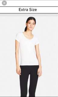 Uniqlo AIRism Scoop Neck Short Sleeve Tee
