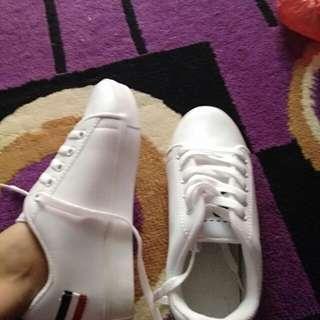Sneaker putih cewek baru jual murah
