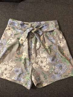 H n M High Waist Floral Shorts Size 14