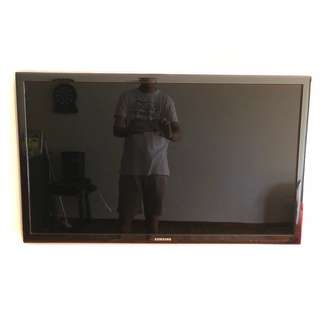"Samsung 40"" LED TV UA40D 5500 (Scratch on Screen)"