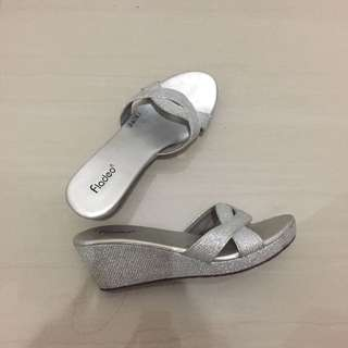 Sepatu wedges abu abu