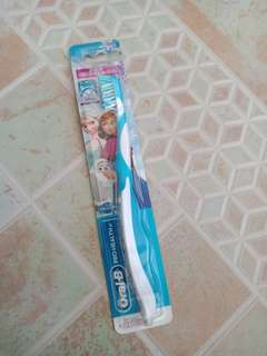 Oral-B Pro-Health Jr. Cross Action Disney Frozen Kids Toothbrush Soft Bristles