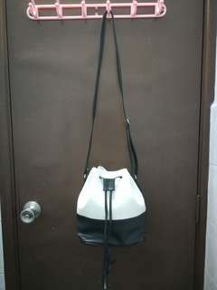 RIYA bucket bag
