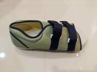Medical surgerical shoe