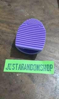 Brushegg Makeup brush cleaner