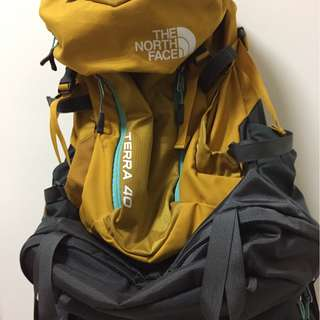 The north face 頂級登山背包40L原價6580元
