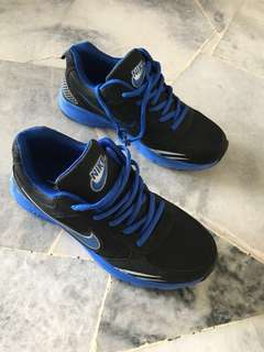 Kids / teen Nike sport shoes