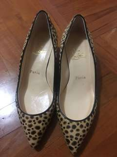 36.5 Christian Louboutin leopard highheel