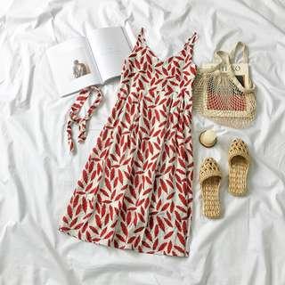 夏日渡假必備~超顯白葉子細肩洋裝