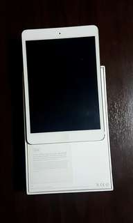 32 GB Ipad Mini First Gen (with case, socket and box, no cable)