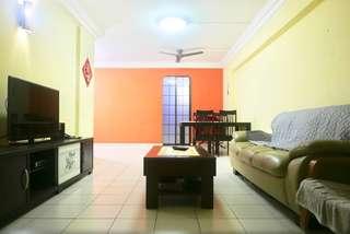 High Floor Spacious Corner 4 Room Flat Near MRT & Amenities For Sale.