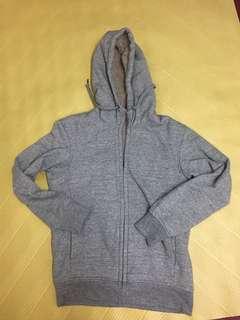 🚚 Uniqlo 男版灰色S size 連帽外套