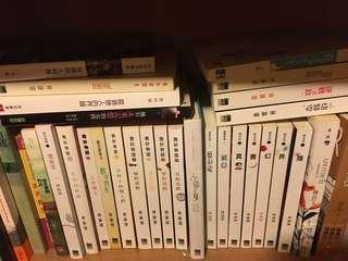 清書櫃(各式各樣的小說絕大部分為$10/本)