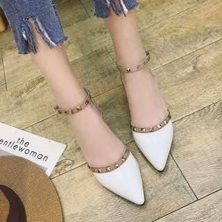 🚚 👍個性鉚釘平底鞋 一字扣尖頭低跟鞋 漆皮包鞋 大碼 預購