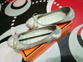 Sepatu teplek merk vizzano ori size.37 kecil#mausupreme