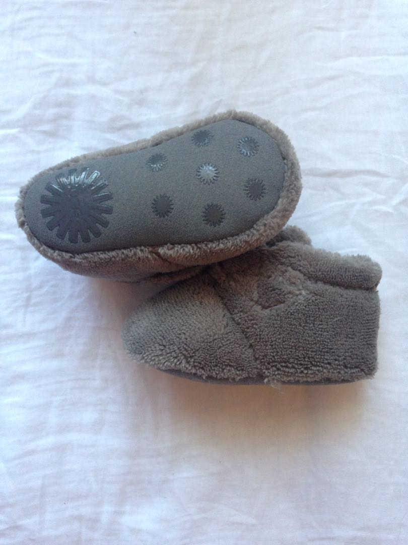 Babies ugg boots size 6-12month