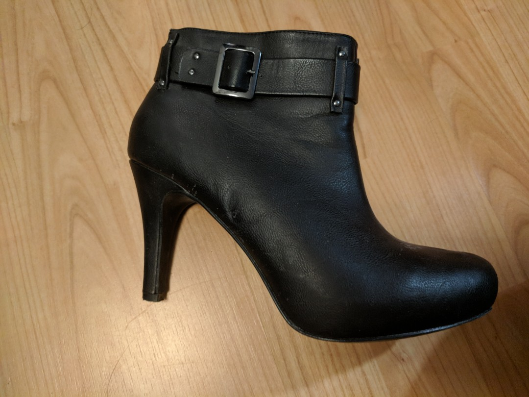 Black boot 8