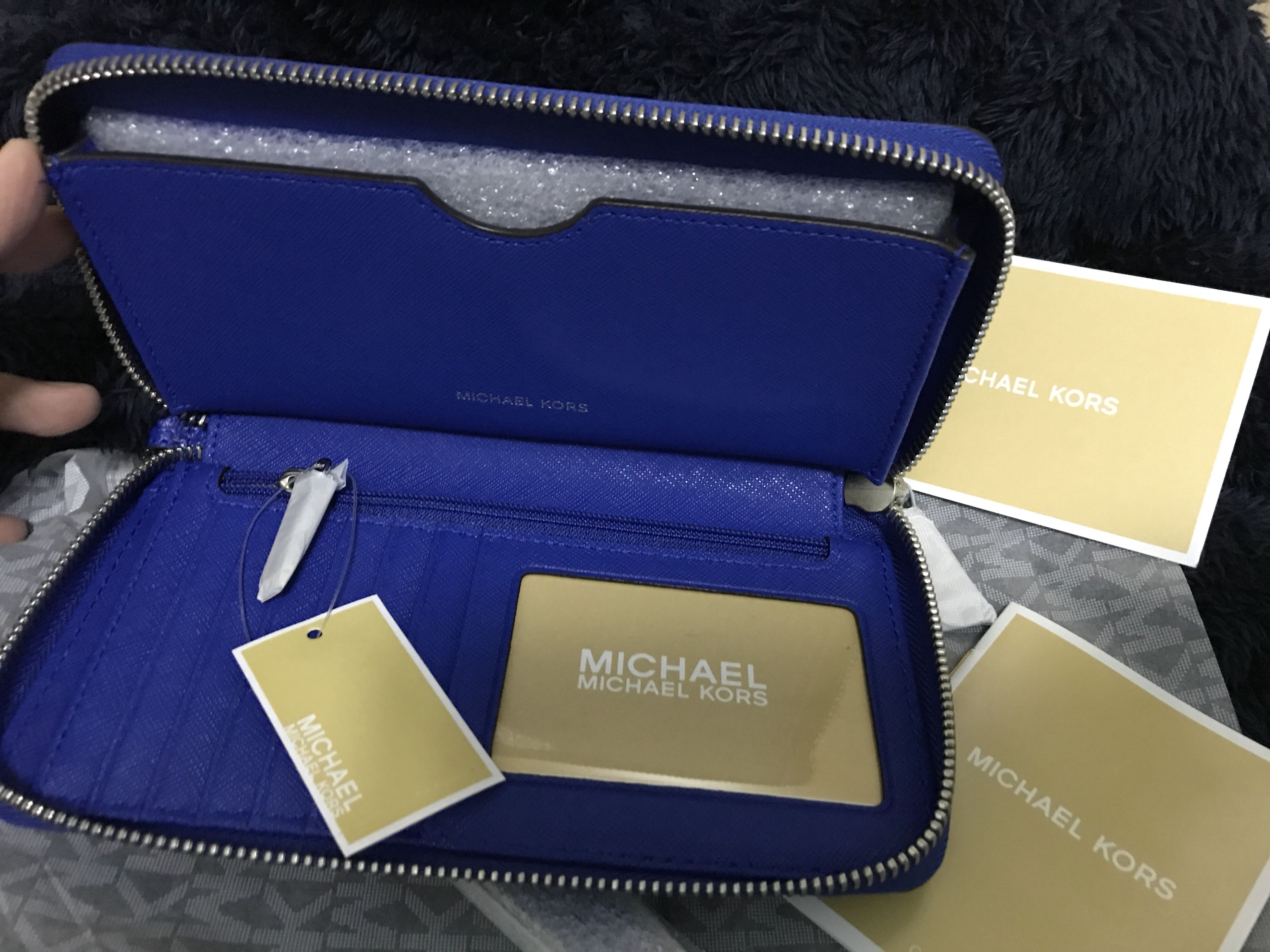0b28ef416a8f Michael Kors Mercer Large Flat Multi Function Phone Case, Luxury, Bags &  Wallets on Carousell