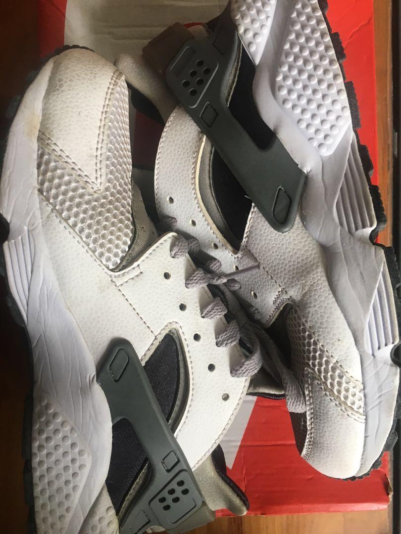 65a388c49b020 Nike Air Huarache White-Wolf Grey
