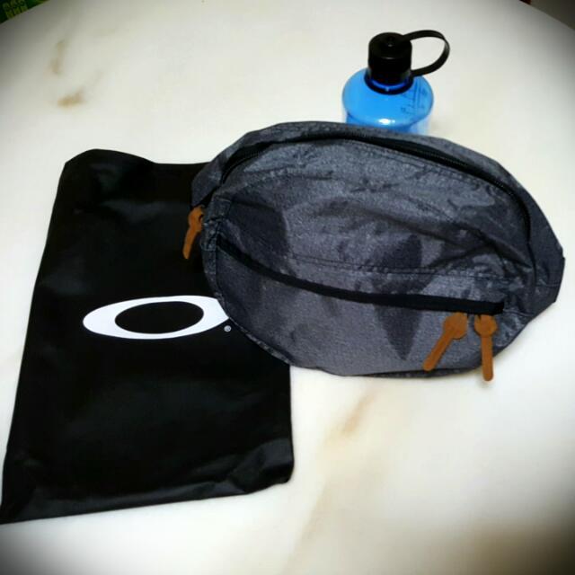 Oakley Crossbody Sling Bag 402ca5586e6a7